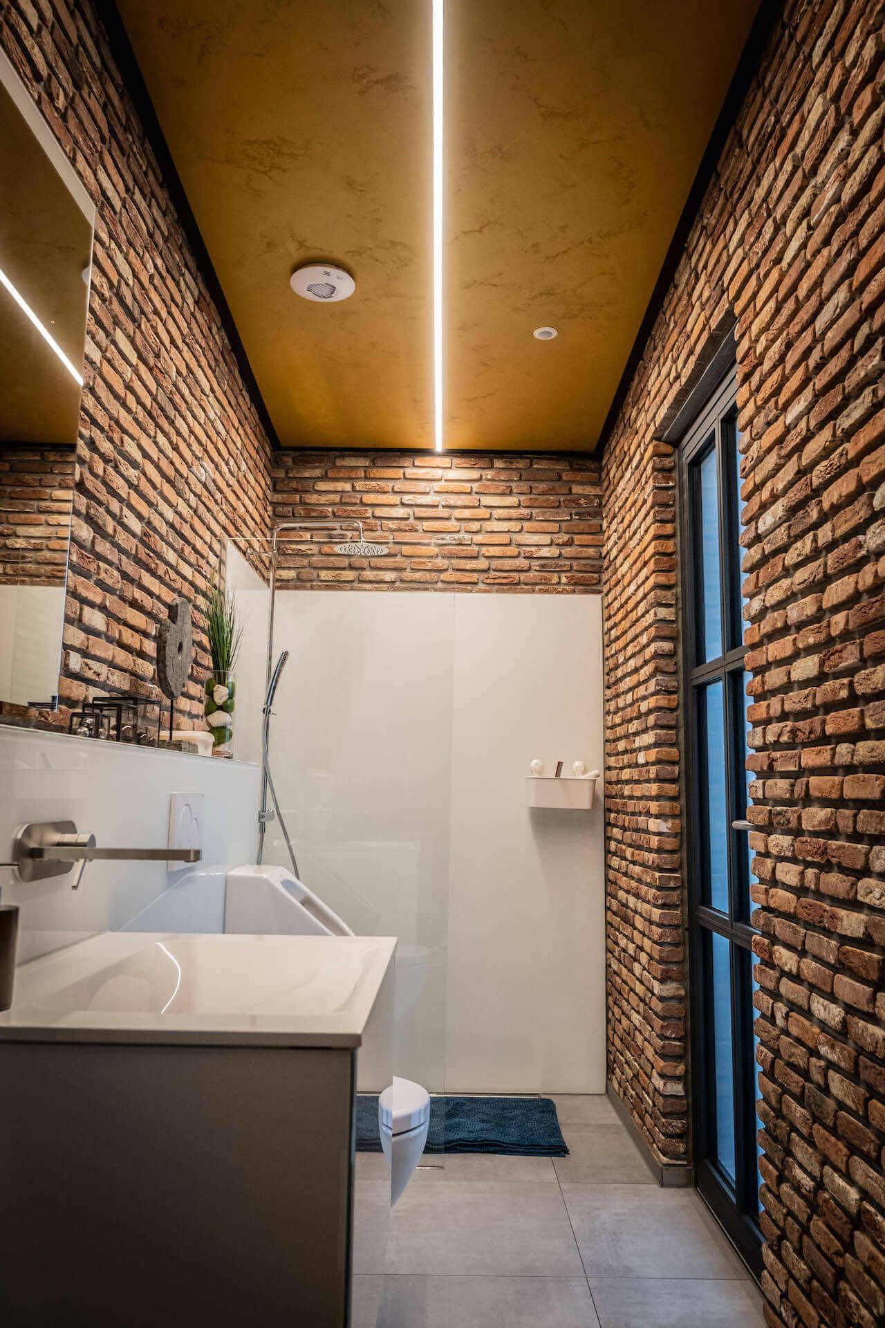Badezimmerbeleuchtung mit LED-Stripe | Leuchten Lukassen