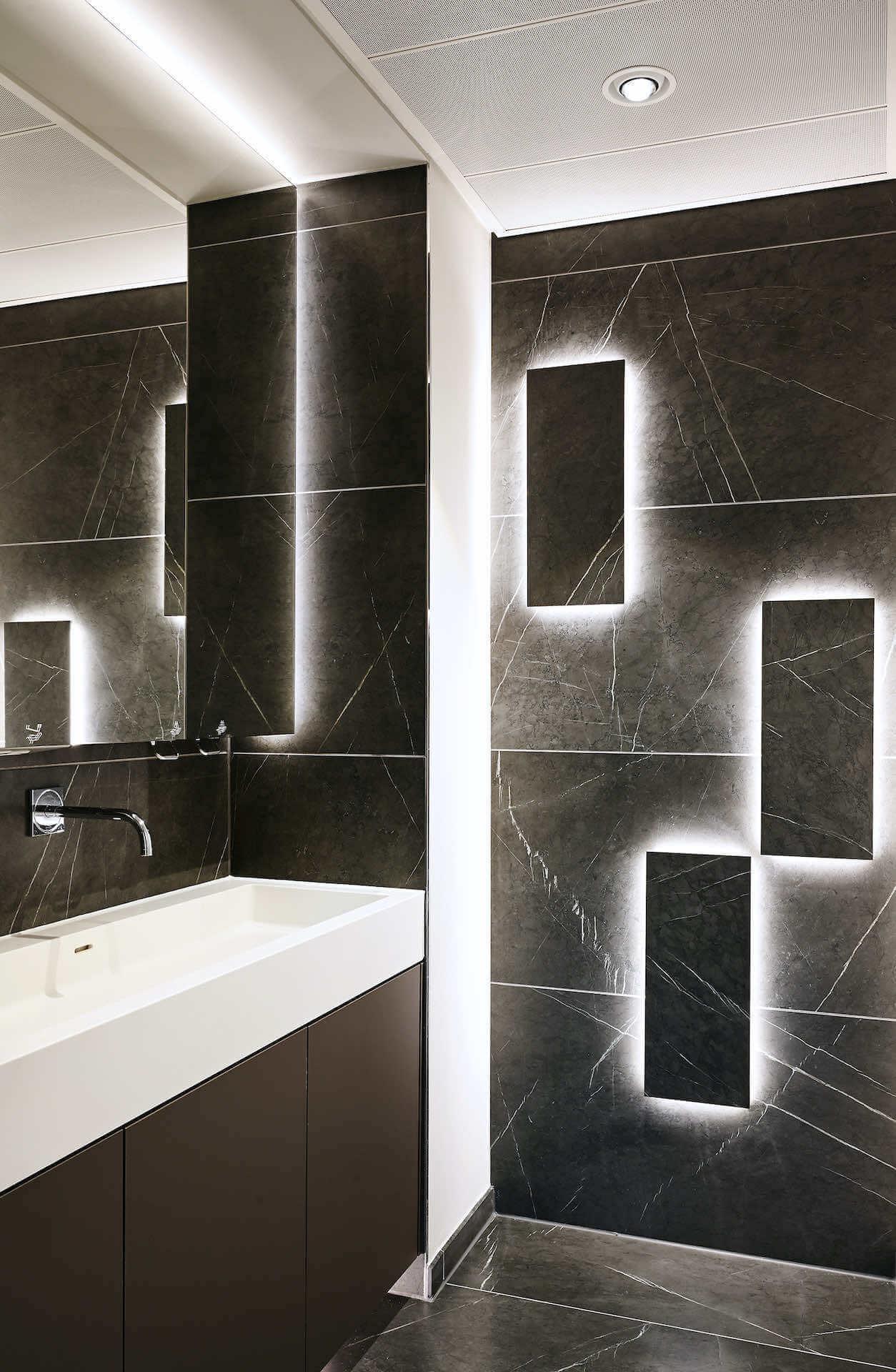 Akzentbeleuchtung und indirekte LED-Beleuchtung im Badezimmer | Leuchten Lukassen