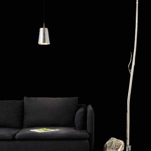 Brand van Egmond | Flintstone | Sofa vor dunkeler Wand | Leuchten Lukassen Lichtdesign