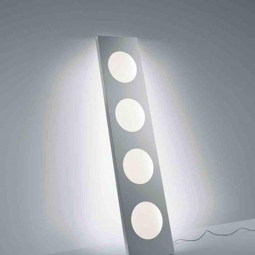 Foscarini | Dolmen | Leuchte vor hellgrauer Wand | Leuchten Lukassen Lichtdesign