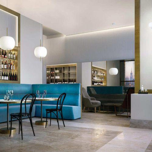 Kundalini | Kushi Suspension | Restaurant mit Couchecke in blau | Leuchten Lukassen Lichtdesign