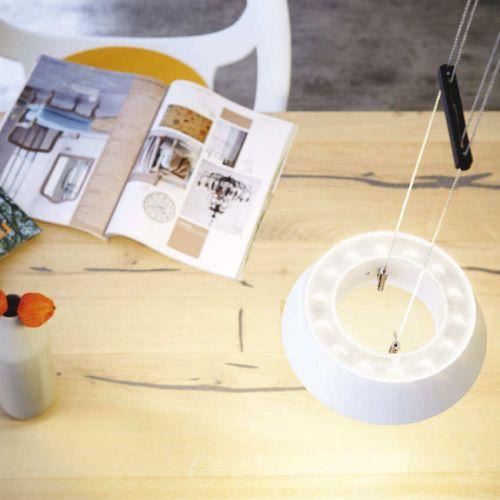 Oligo | Glance | Holztisch mit Magazinen | Leuchten Lukassen Lichtdesign
