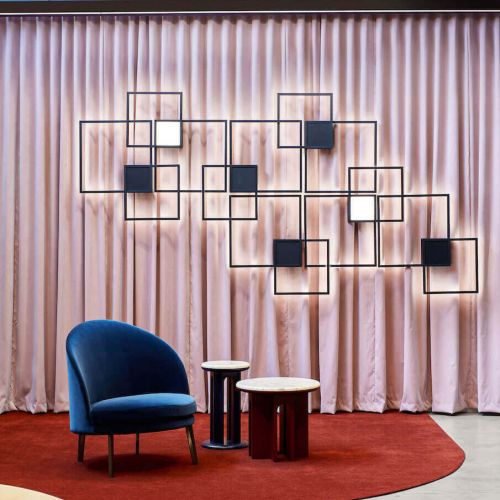 Wever & Ducré | Venn | Rosa Gardinen mit Sessel in blau | Leuchten Lukassen Lichtdesign