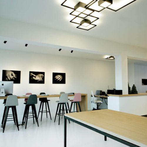 Wever & Ducre   Venn 2.0   Büro mit Holztischen   Leuchten Lukassen Lichtdesign